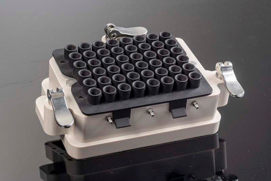 Gassing lid variant E-BDR32 for microfluidic experiments in the RoboLector XT