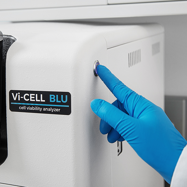 Pushing power button on Vi-CELL BLU