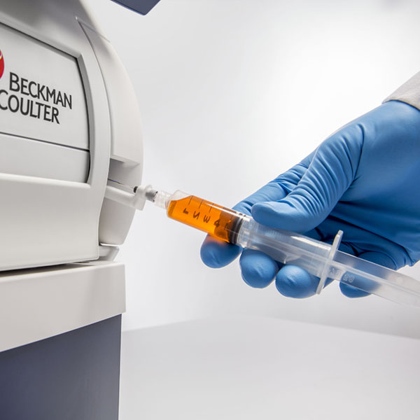 Syringe sample loading in a Vi-CELL MetaFLEX