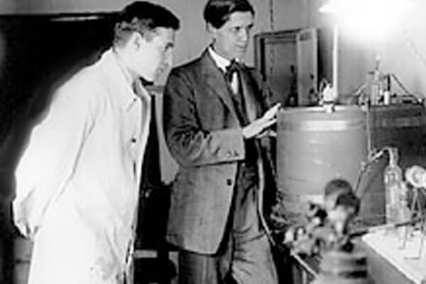 Svedberg with a colleague in 1926.