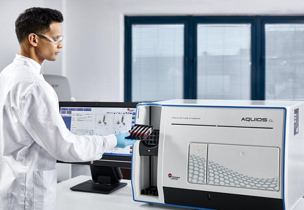 AQUIOS CL Load and Go Flow Cytometer in lab