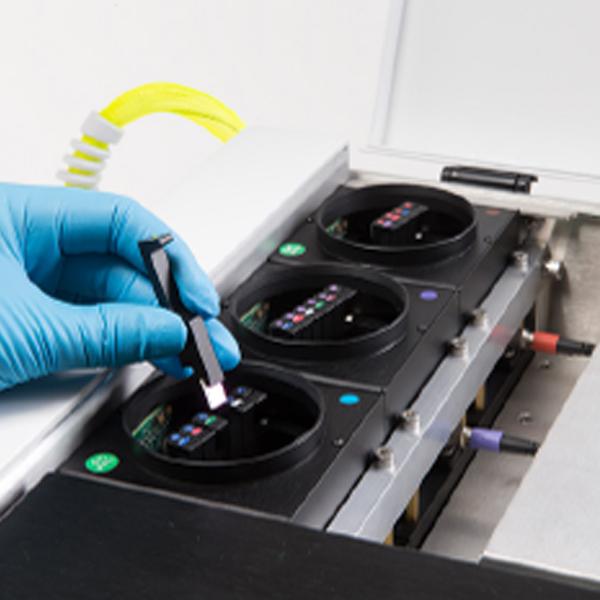 Замена полового оптического фильтра из блока спектрального мультиплексирования CytoFLEX (WDM)