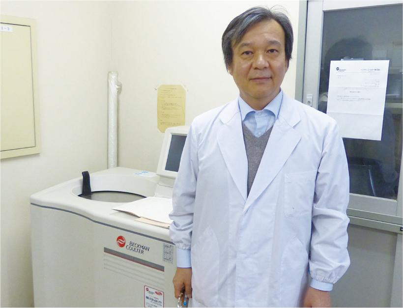 赤﨑教授と超遠心機 Optima L-100 XP