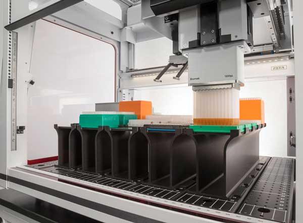 Workstation automatizzata Biomek con testina di pipettaggio da 1200 microlitri